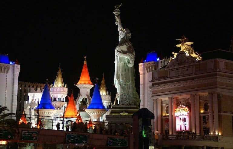 The Top MOST OVERRATED TOURIST ATTRACTIONS In The World - 10 most overrated cities in the us